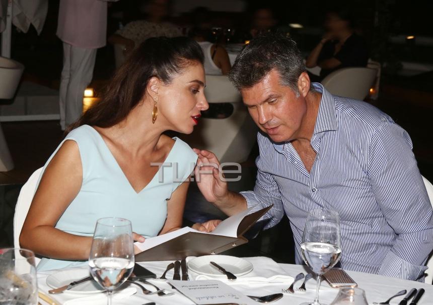 Φωτεινή Δάρρα: Ρομαντικό δείπνο με τον σύζυγό της στη Ρόδο! Φωτογραφίες