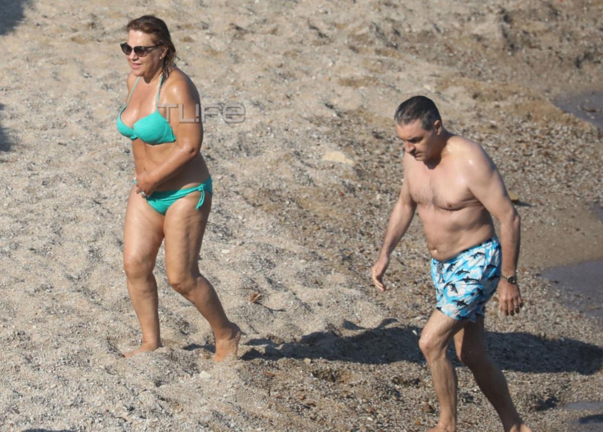 Δέσποινα Μοιραράκη: Με μαγιό σε παραλία της Μυκόνου χωρίς ρετούς!