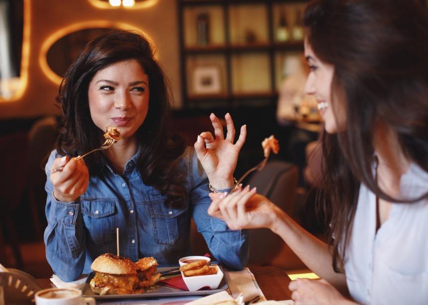 Θα φας έξω απόψε; 5 + 1 tips για να μην πάρεις γραμμάριο