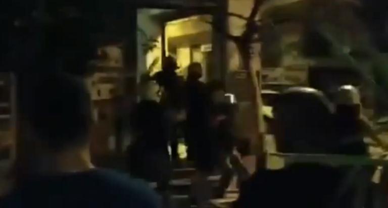 Νύχτα έντασης στα Εξάρχεια – Βόμβες μολότοφ και προσαγωγές | tlife.gr