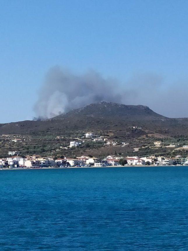 Ελαφόνησος: Σε εξέλιξη μεγάλη φωτιά – Εκκενώνεται το «Camping»! | tlife.gr