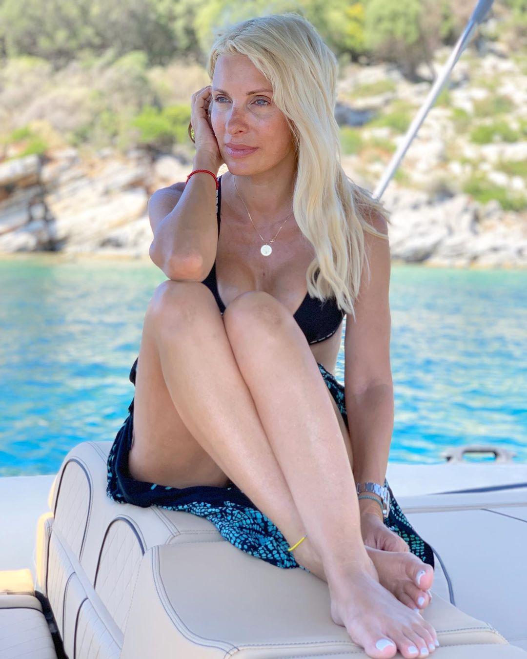 Ελένη Μενεγάκη: Μίνι απόδραση με το σκάφος στο Ιόνιο! Φωτογραφία