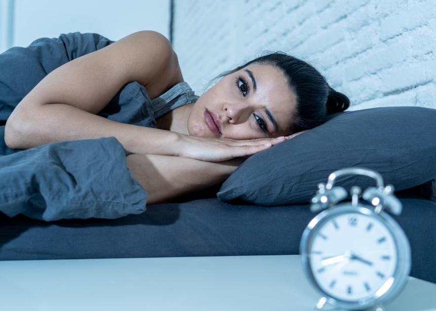 Αν θες να κοιμηθείς σαν πουλάκι, βάλε Χ σε αυτές τις 7 τροφές