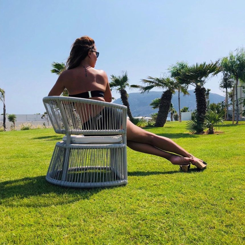 Η Ελληνίδα παρουσιάστρια εντυπωσίασε με τις τέλειες αναλογίες της! Φωτογραφίες | tlife.gr