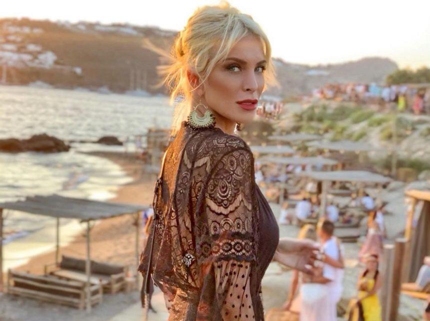 Κατερίνα Καινούργιου: Στην Κέρκυρα για πρώτη φορά! Οι ξεχωριστές διακοπές με τους φίλους της [pics]