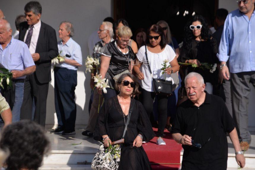 Δημήτρης Λυμπερόπουλος: Το τελευταίο αντίο στον βετεράνο δημοσιογράφο στο Κοιμητήριο του Π. Φαλήρου | tlife.gr