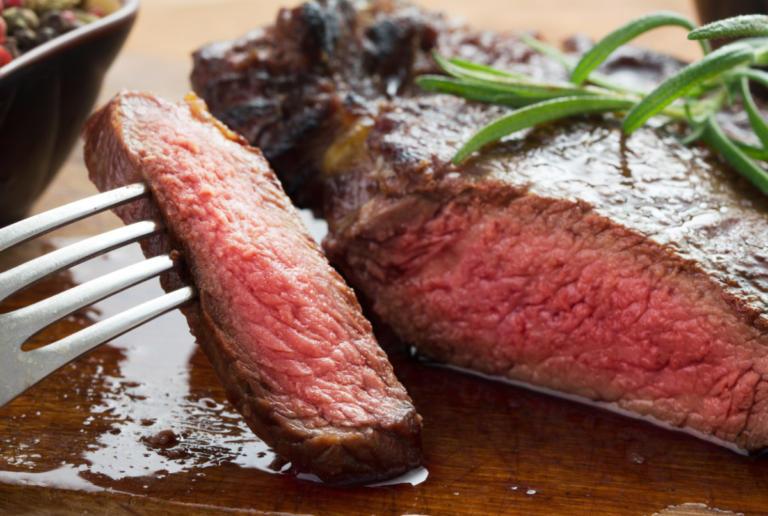 Χοληστερίνη και κόκκινο κρέας: Τι ισχύει στην πραγματικότητα | tlife.gr