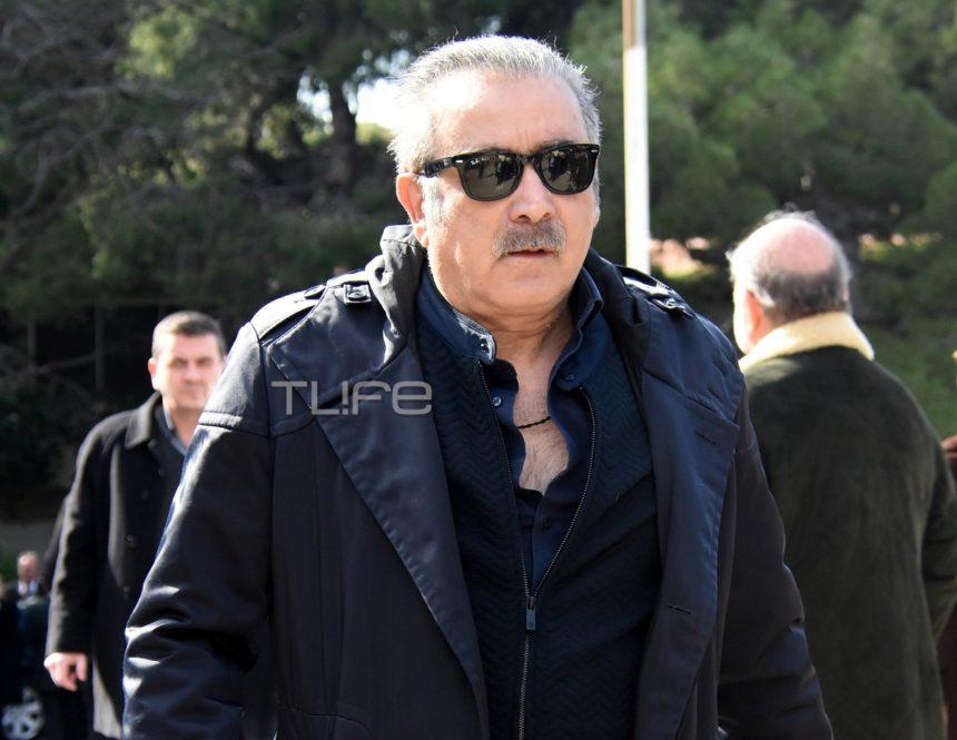 Λάκης Λαζόπουλος: Ράγισαν καρδιές τα λόγια του στην εξόδιο ακολουθία της συζύγου του | tlife.gr