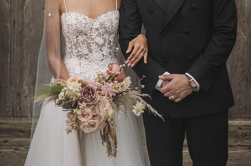 Διάσημη τραγουδίστρια παντρεύτηκε και αυτές είναι οι πρώτες φωτογραφίες από τον γάμο της! | tlife.gr