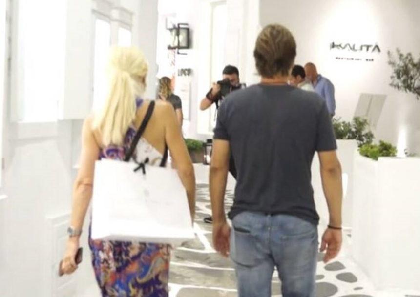 Ελένη Μενεγάκη: Η βόλτα στα σοκάκια της Μυκόνου και η ενόχλησή της on camera [video] | tlife.gr