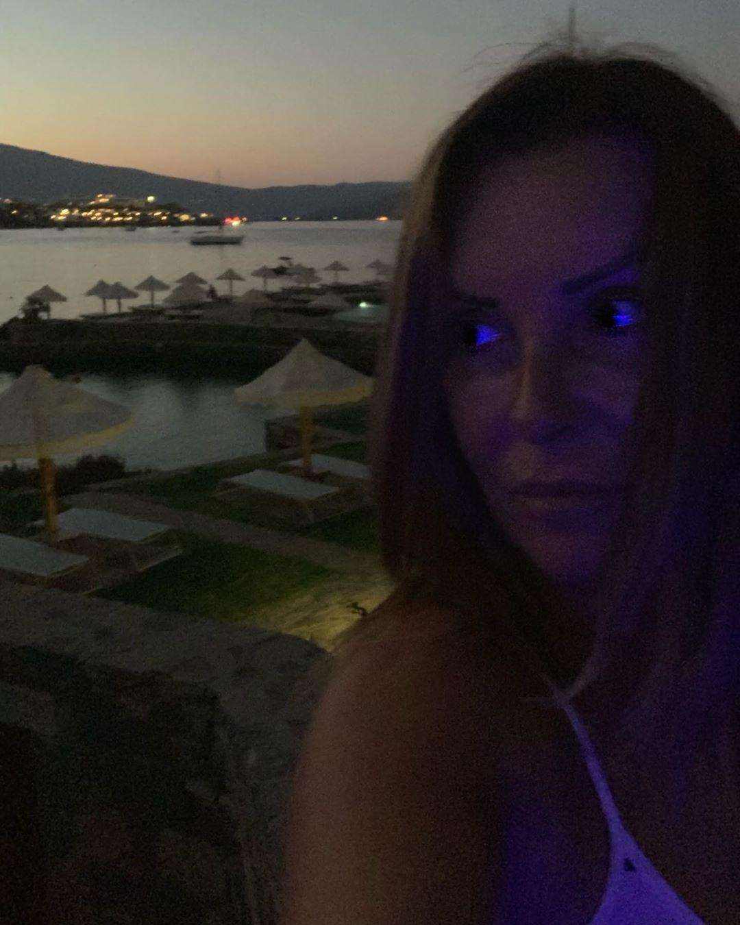 Ναταλία Γερμανού: Ποζάρει χωρίς ίχνος μακιγιάζ στις διακοπές της στην Κρήτη