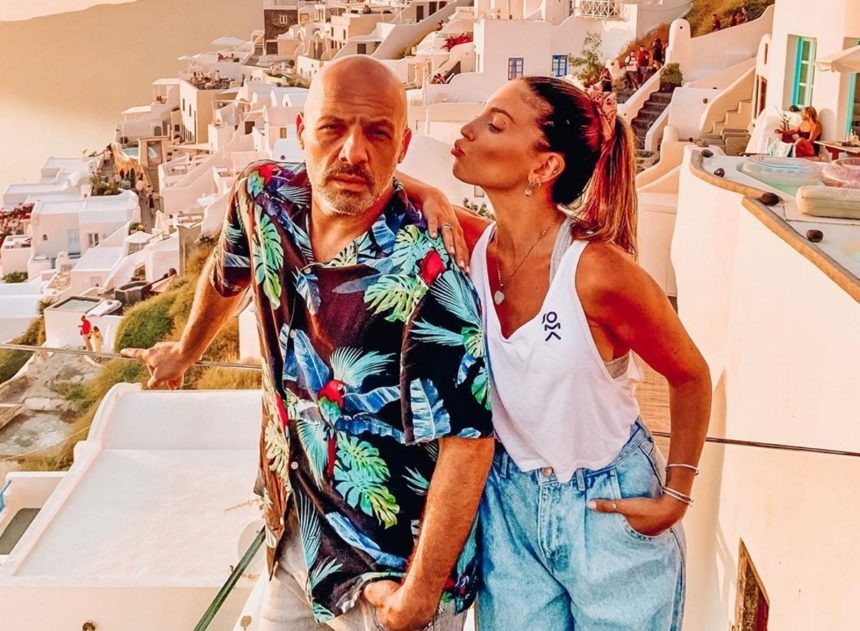 Νίκος Μουτσινάς: Οι ξέγνοιαστες στιγμές στην Σαντορινή μαζί με την Αθηνά Οικονομάκου [pics] | tlife.gr