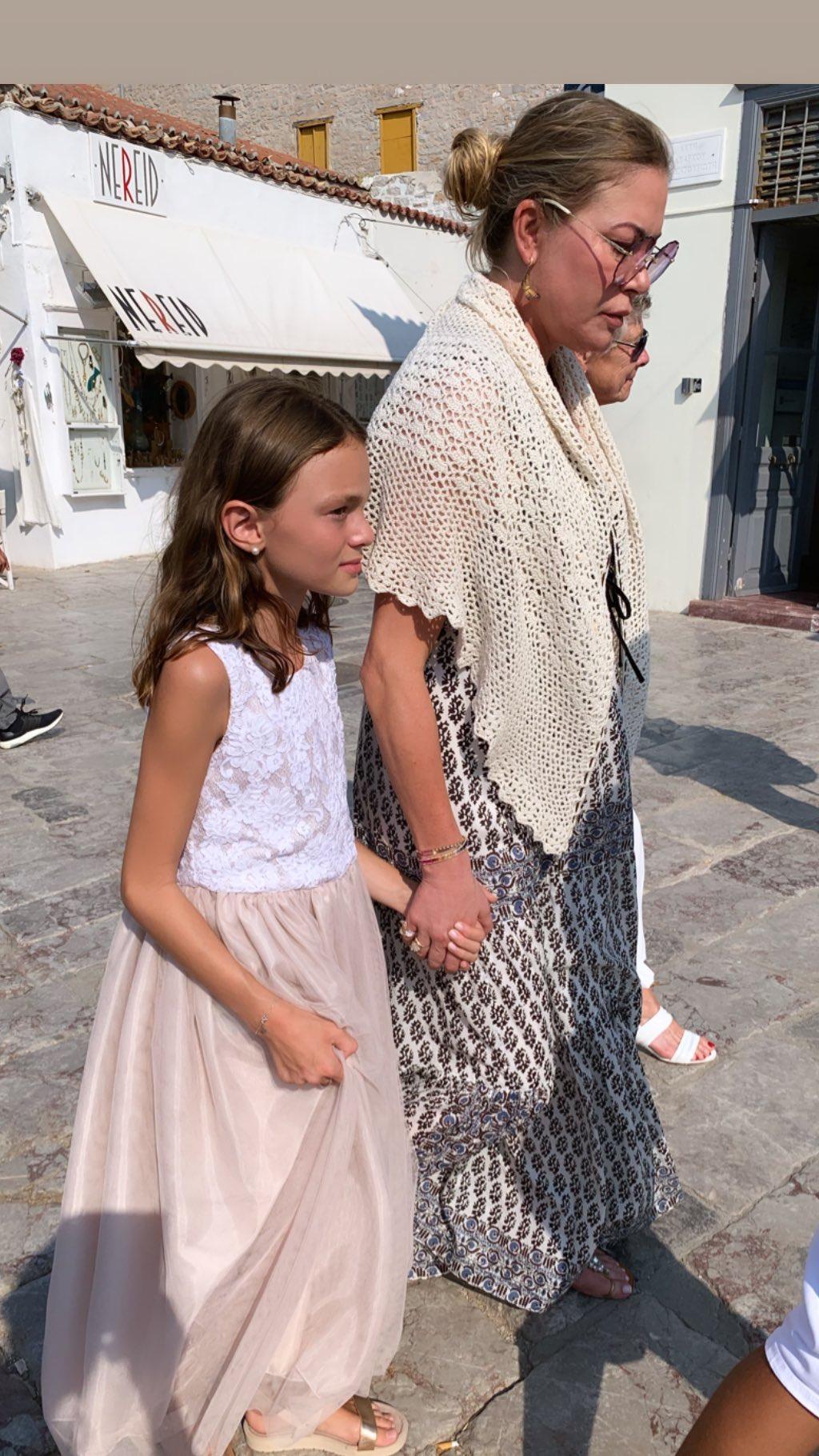 Αλεξάνδρα Πασχαλίδου: Βάφτισε την 11χρονη κόρη της με νονούς τον Γιάννη και την Μελίσσα Βαρδινογιάννη! [pics]