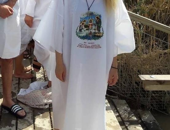 Ελληνίδα ηθοποιός βούτηξε στα αγιασμένα νερά του Ιορδάνη ποταμού! Φωτογραφίες | tlife.gr