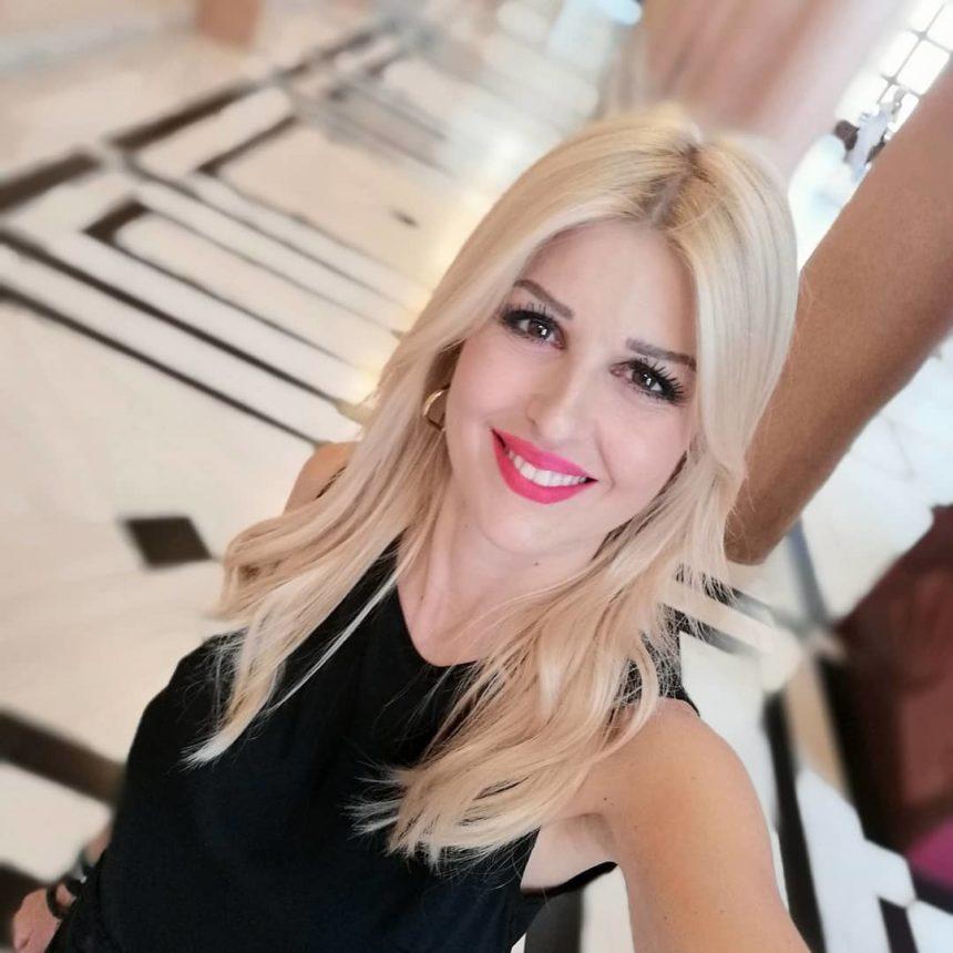 Ποια σχεδιάστρια δημιούργησε το νυφικό της Έλενας Ράπτη; | tlife.gr