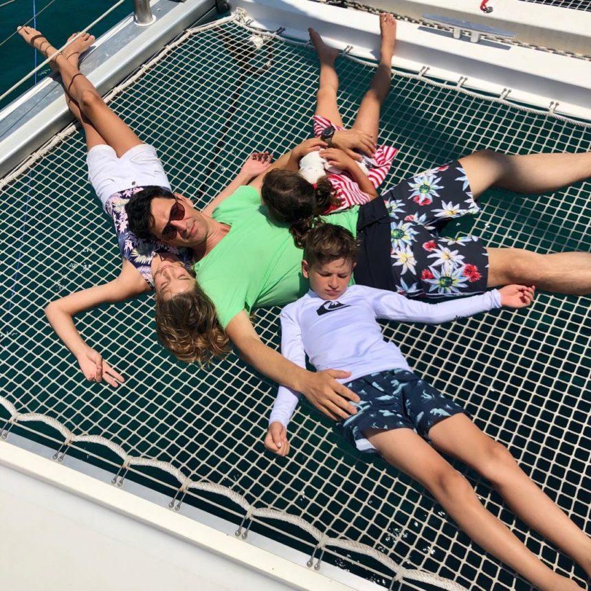 Σάκης Ρουβάς: Στη θάλασσα για paddleboard με τα τέσσερα παιδιά του! Φωτογραφία   tlife.gr