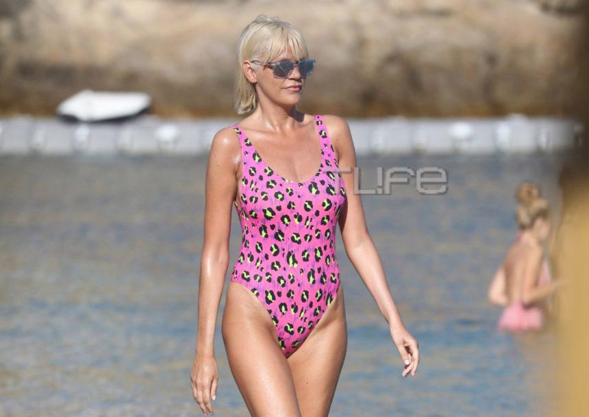 Σάσα Σταμάτη: Το ροζ ολόσωμο μαγιό που αναδείκνυε το αψεγάδιαστο κορμί της! [pics] | tlife.gr