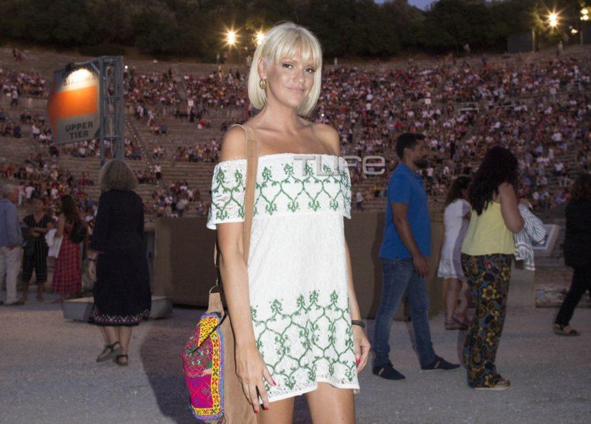 Σάσα Σταμάτη: Chic εμφάνιση στην Επίδαυρο! [pics]   tlife.gr