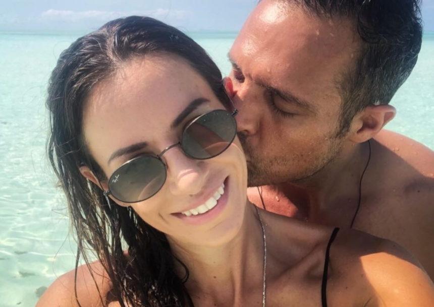 Αρετή Θεοχαρίδη: Η σύζυγος του Σάββα Πούμπουρα ποζάρει με μαγιό στον 5ο μήνα της εγκυμοσύνης της! | tlife.gr