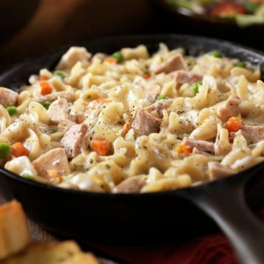 Μακαρονάδα με τόνο και σάλτσα τομάτας | tlife.gr