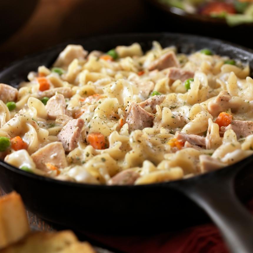 Μακαρονάδα με τόνο και σάλτσα τομάτας
