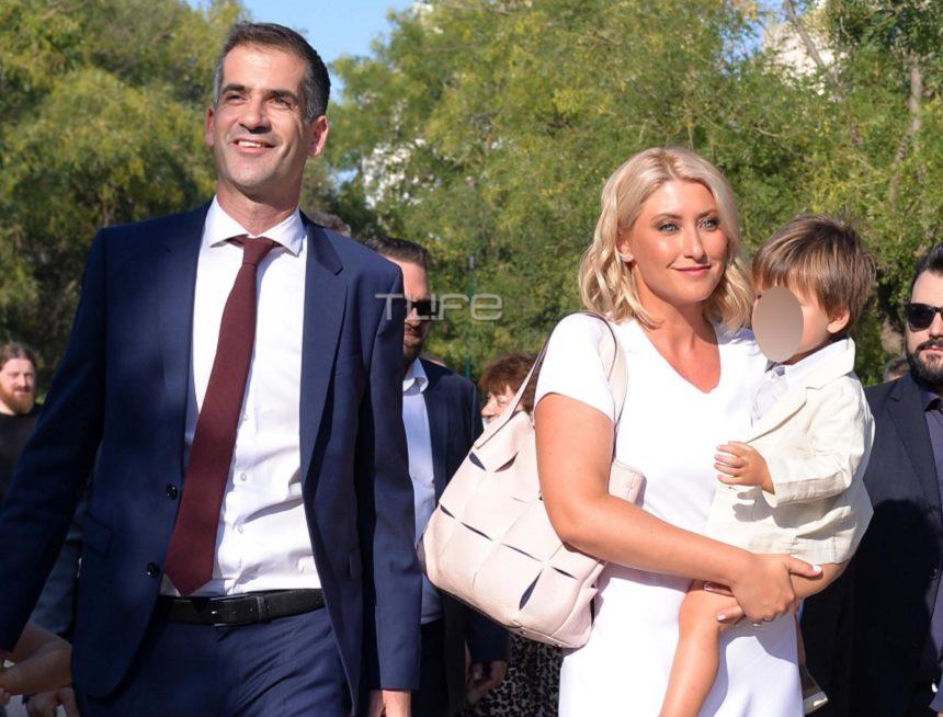 Σία Κοσιώνη: Στο πλευρό του συζύγου της, Κώστα Μπακογιάννη, στην ορκωμοσία του στην Ακαδημία Πλάτωνος [pics] | tlife.gr