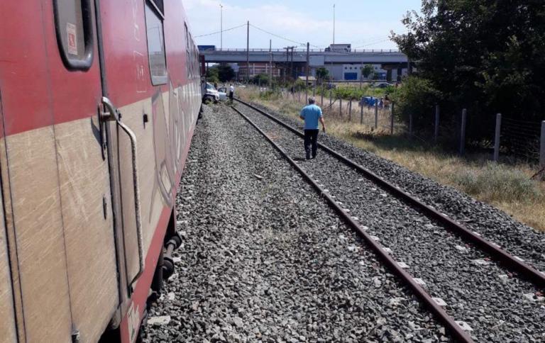 Σφοδρή σύγκρουση αυτοκινήτου με τρένο στη Θεσσαλονίκη! | tlife.gr