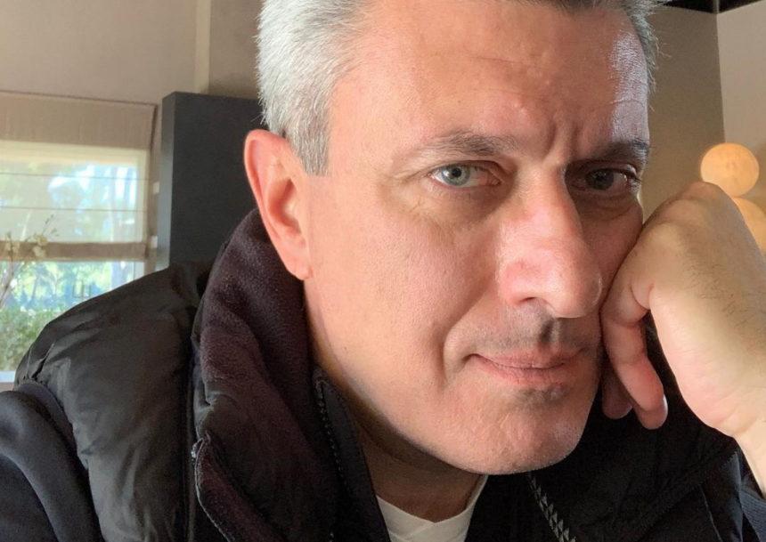 Νίκος Χατζηνικολάου: Φωτογραφίζει τους τρεις γιους του στις καλοκαιρινές διακοπές τους! | tlife.gr