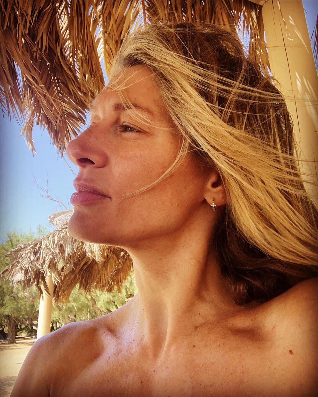 Ζέτα Δούκα: Ποζάρει χωρίς ίχνος μακιγιάζ στις καλοκαιρινές διακοπές της!