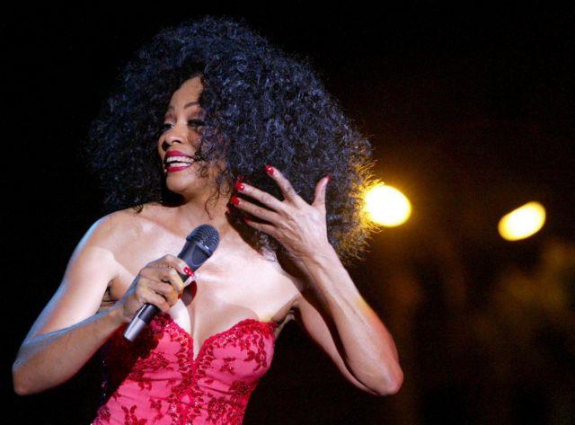 Η αντίδραση της Diana Ross όταν μεθυσμένος θαυμαστής της ανέβηκε στη σκηνή | tlife.gr