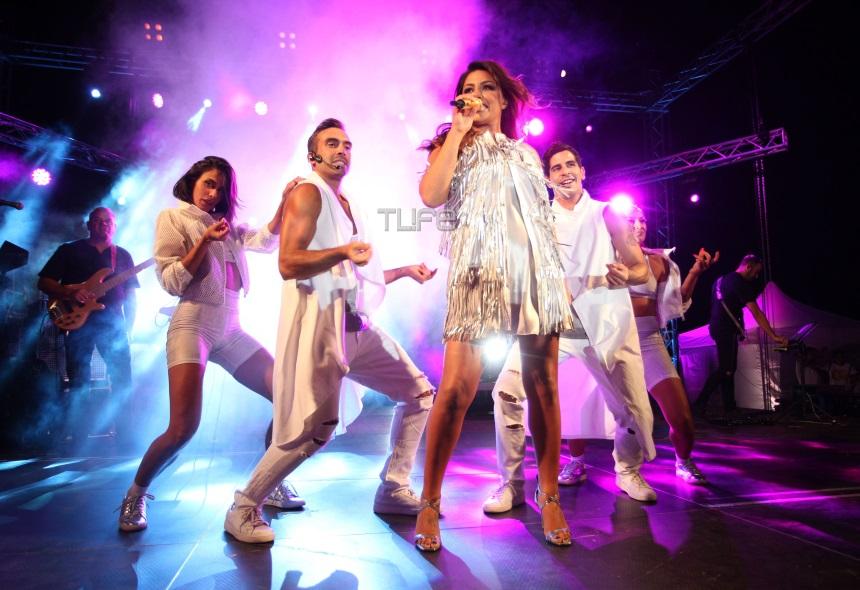 """Έλενα Παπαρίζου: Η εμφάνιση – """"φωτιά"""" σε συναυλία της στην Κηφισιά! Φωτογραφίες"""