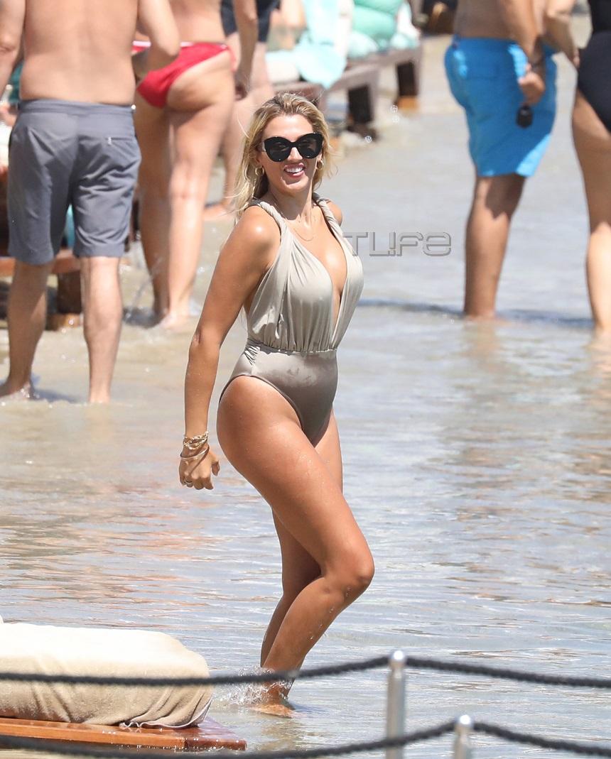 Κωνσταντίνα Σπυροπούλου: Χωρίς ρετούς σε παραλία της Μυκόνου! [pics]