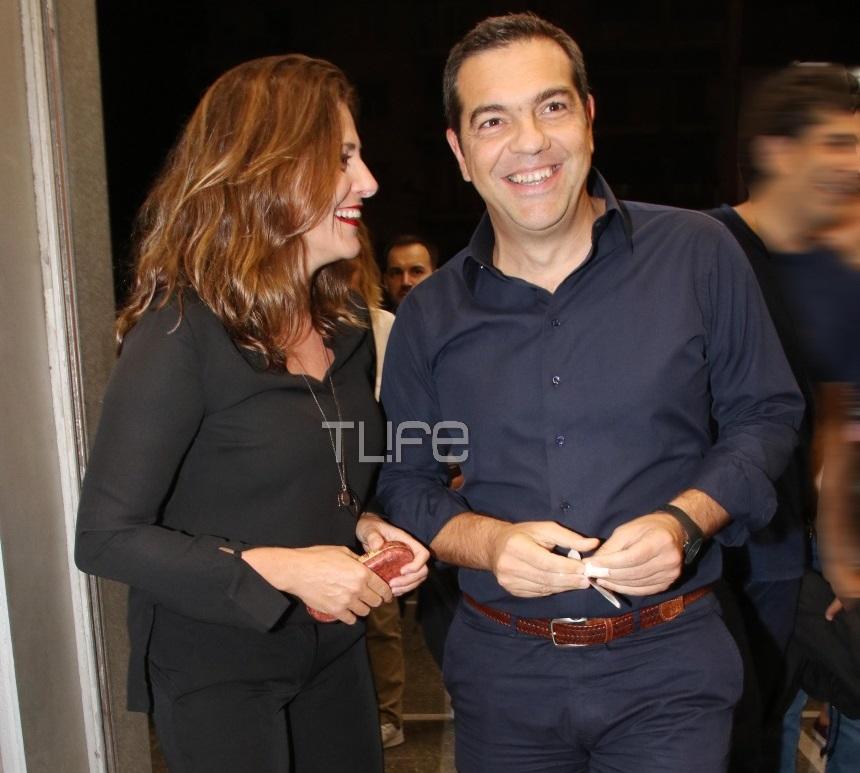 Αλέξης Τσίπρας – Μπέττυ Μπαζιάνα: Βραδινή έξοδος στον κινηματογράφο! Φωτογραφίες | tlife.gr