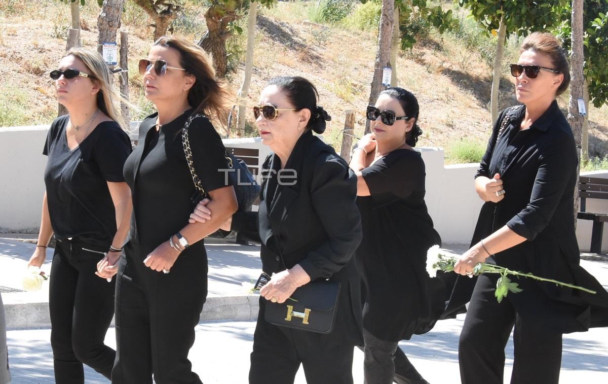 Θλίψη στην κηδεία του Δημήτρη Ρίζου – Το συγκινητικό τελευταίο αντίο [pics]