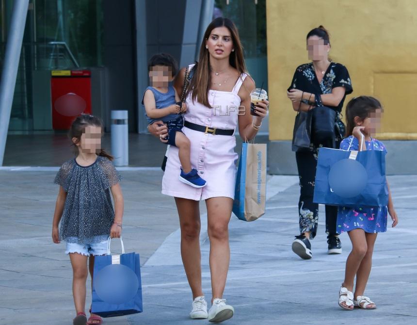Σταματίνα Τσιμτσιλή: Αχώριστη με τα παιδιά της! Φωτογραφίες από τα ψώνια τους   tlife.gr