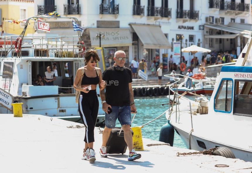 Στέλιος Ρόκκος - Ελένη Γκόφα: Ρομαντική βόλτα στο λιμάνι των Σπετσών! Φωτογραφίες