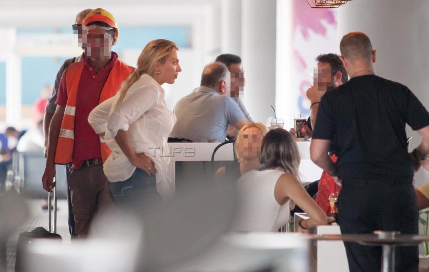 Κωνσταντίνα Σπυροπούλου: Η χαλαρή βόλτα στη Θεσσαλονίκη και η συνάντηση με τις φίλες της! [pics]