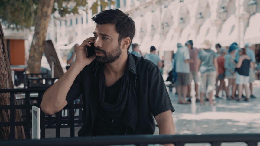 «8 λέξεις»: Σε γιγαντοοθόνη στο κέντρο της Κέρκυρας η πρεμιέρα της σειράς του ΣΚΑΪ! | tlife.gr