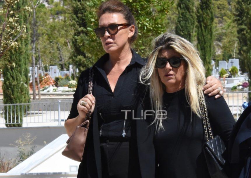 Βάνα Μπάρμπα: Συγκινημένη στην κηδεία του Δημήτρη Ρίζου | tlife.gr