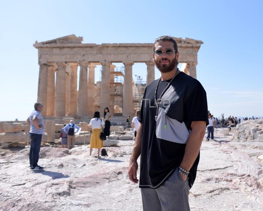 Τζαν Γιαμάν: Βόλτα στην Ακρόπολη για τον κούκλο «Φτερωτό θεό»! Φωτογραφίες | tlife.gr