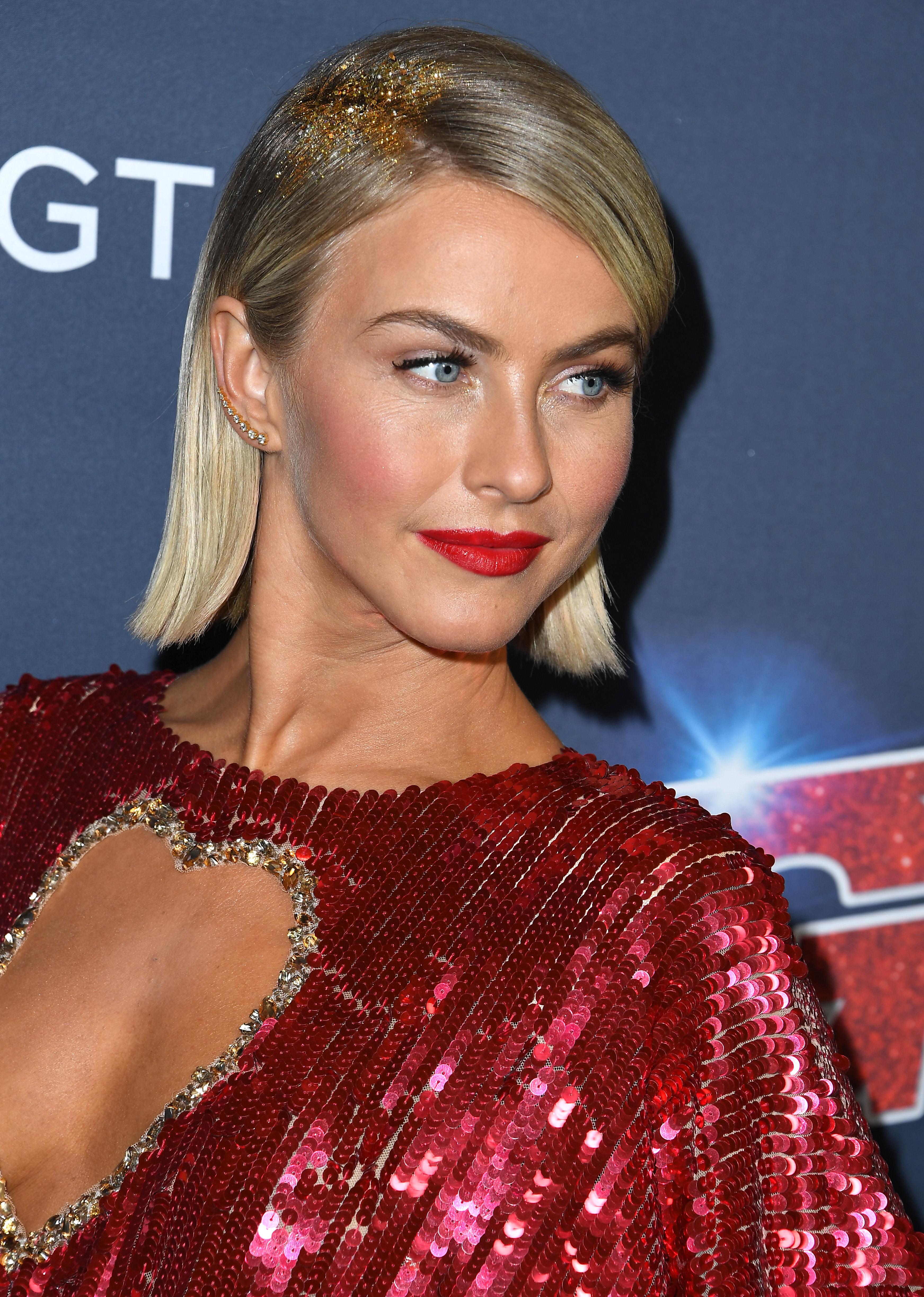 Η Julianne Hough επανέφερε ένα trend στις ρίζες των μαλλιών της! Μαντεύεις;