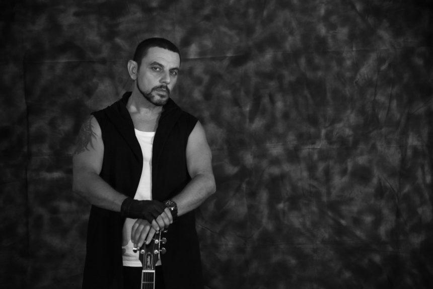 Σάββας Ισοβίτης: Ο Κύπριος τραγουδιστής που θα μας απασχολήσει | tlife.gr