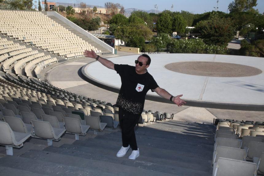 Λευτέρης Πανταζής: Όλα έτοιμα για τη μεγάλη συναυλία του το Σαββάτο στο Κατράκειο Θέατρο   tlife.gr