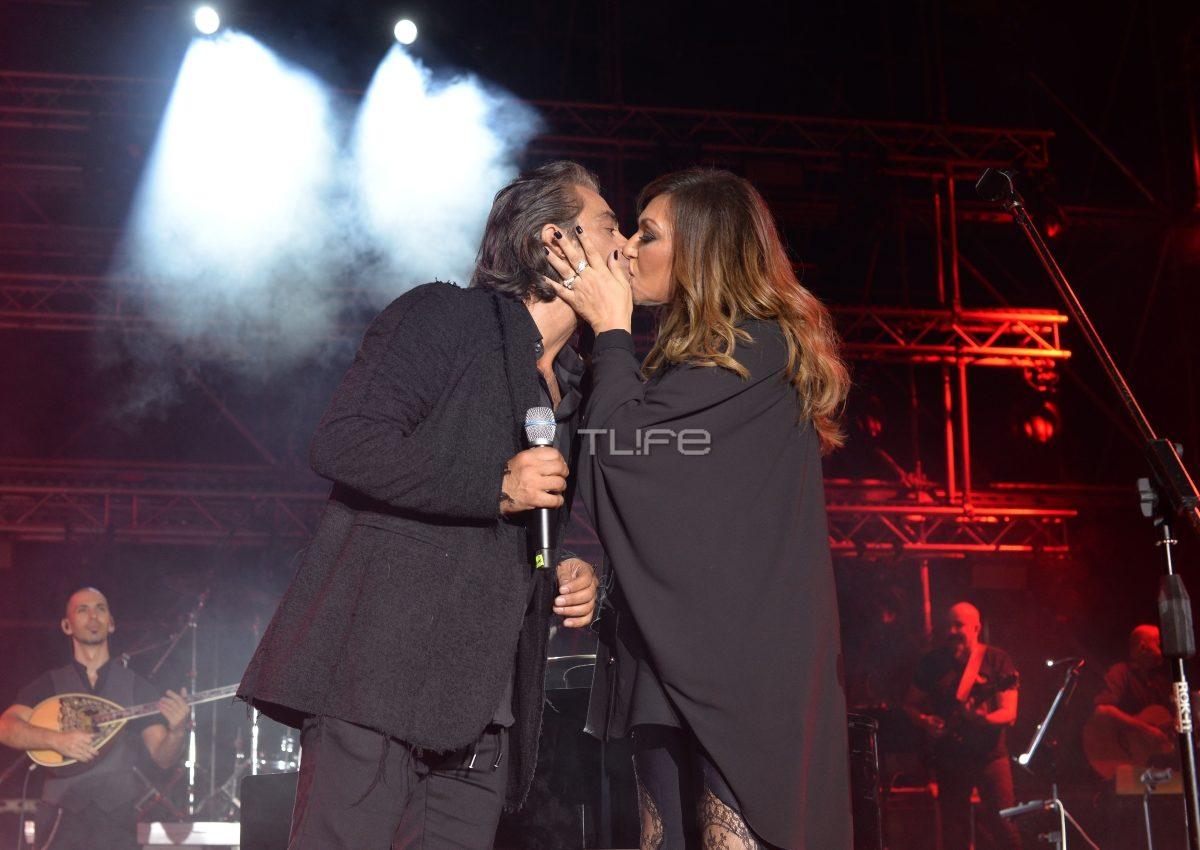 Καίτη Γαρμπή – Διονύσης Σχοινάς: Το «καυτό» φιλί που αντάλλαξαν στη σκηνή! [pics] | tlife.gr