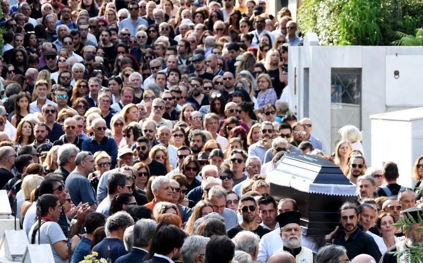 Το συγκλονιστικό τελευταίο χειροκρότημα στο Λαυρέντη Μαχαιρίτσα Βίντεο | tlife.gr
