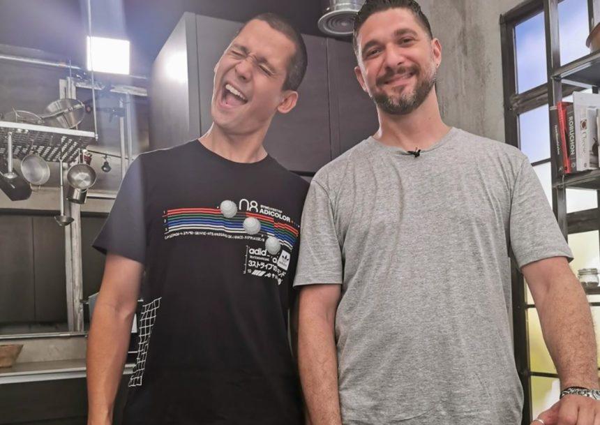 Πάνος Ιωαννίδης: Μπήκε στην κουζίνα και… έγινε βοηθός του Σωτήρη Κοντιζά! | tlife.gr