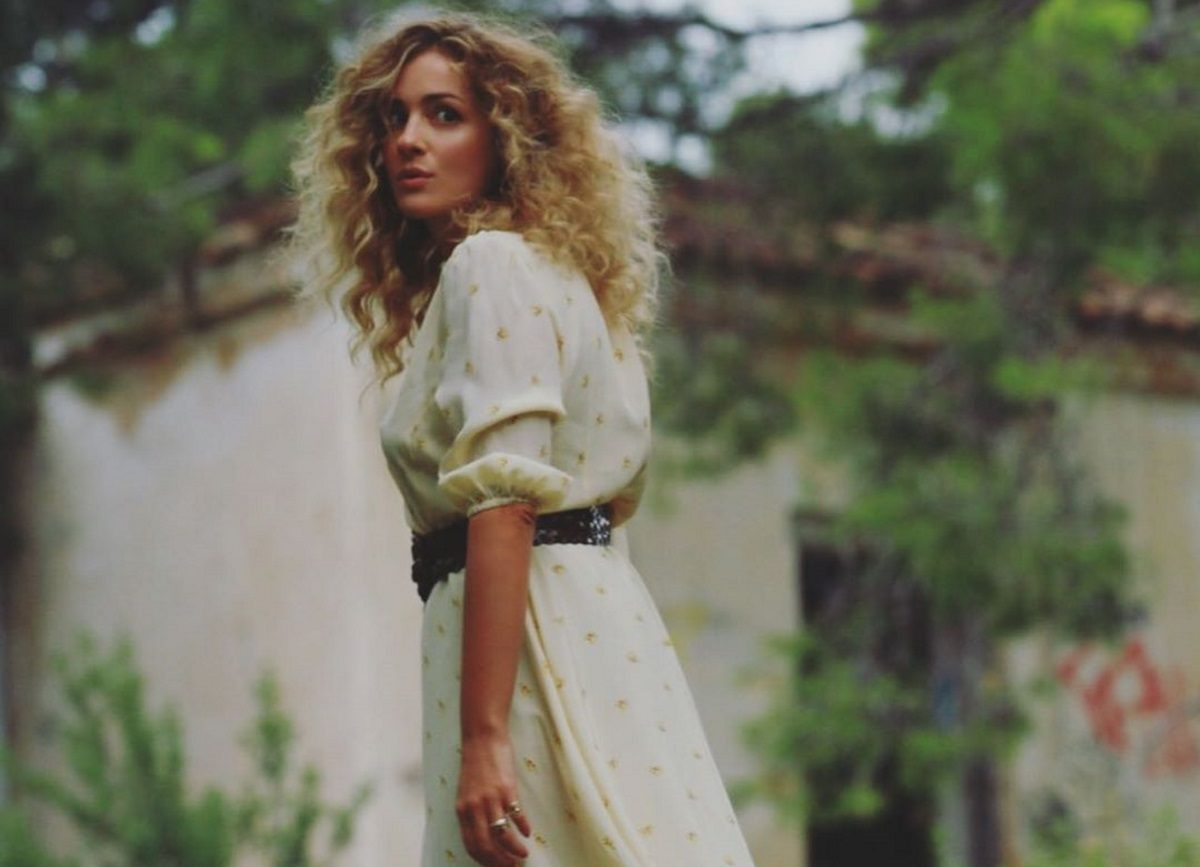 Νατάσα Μποφίλιου: Η απίστευτη ομοιότητα που έχει με την αδερφή της! | tlife.gr