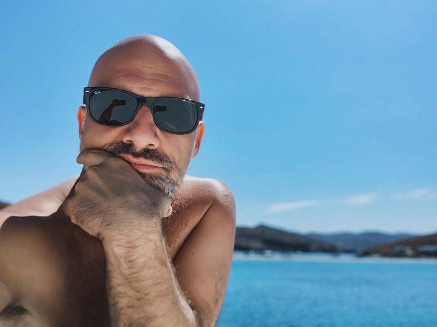 Νίκος Μουτσινάς: Το ομοφοβικό σχόλιο που δέχτηκε από follower και η αντίδρασή του | tlife.gr