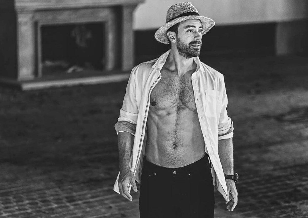 Σάκης Τανιμανίδης: Δεν φαντάζεσαι πώς… σιδερώνει το πουκάμισό του! | tlife.gr