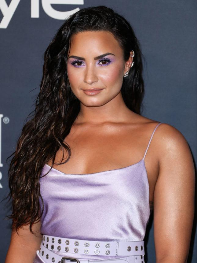 Η Demi Lovato έκοψε τα μαλλιά της καρέ και τα έβαψε… πράσινα! | tlife.gr